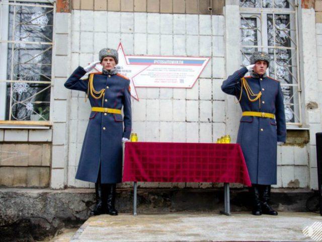 В Донецке в рамках Всероссийского проекта #ЧтобыПомнили состоялось открытие памятного знака «Звезда Героя ДНР»